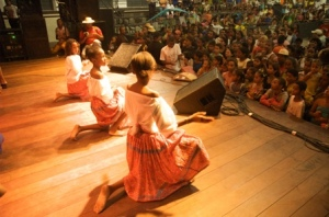 "Children dancing at the new cultural centre ""Nascedouro"""