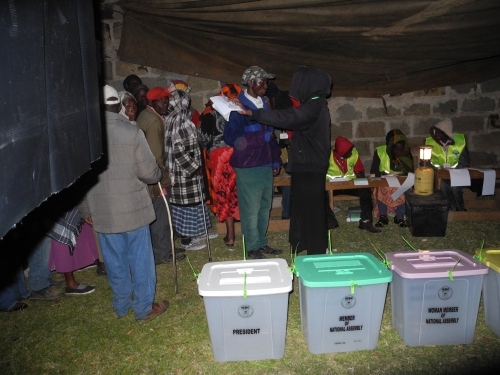 Kenyans at Kadenye polling station, in Molo, in the Rift Valley early today