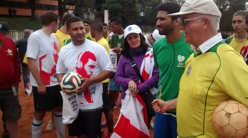Andre, Getulio and Vinnie with the mayor at the end of the match, Vila Prudente, Brazil